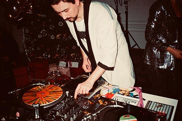 feste-di-capodanno-in casa-dj-party-comehome